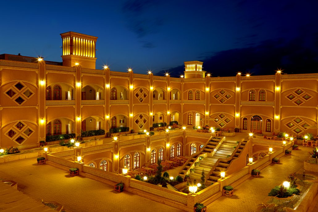 Photo of هتل داد یزد، شکوه اقامت در کویر