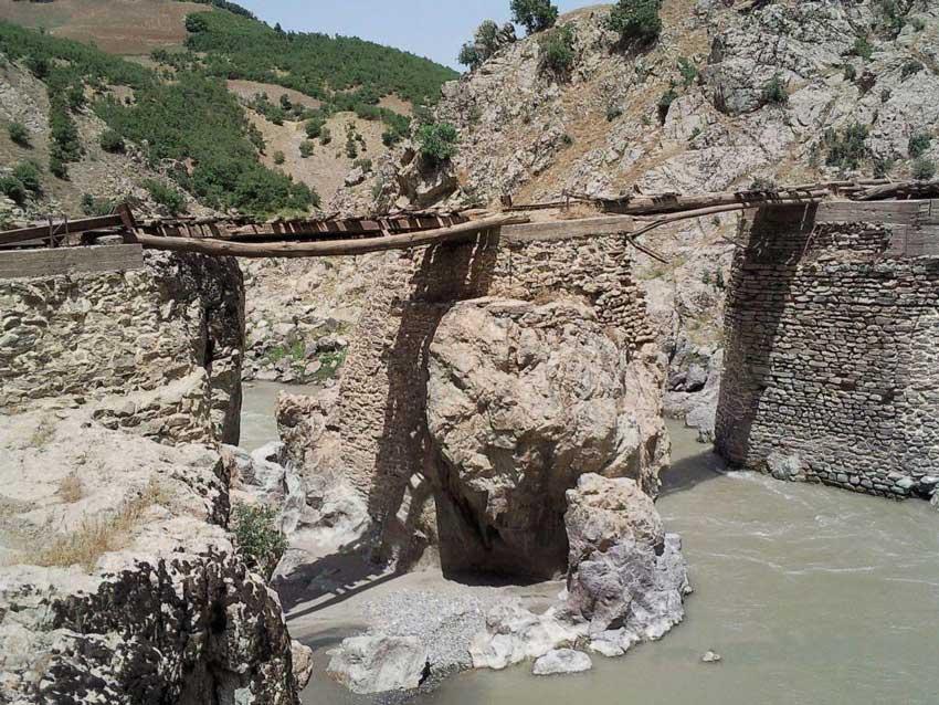 پل و قلعه تاریخی سردشت