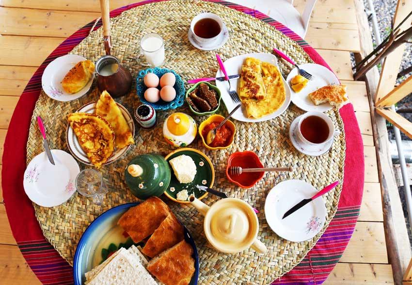 غذای محلی در اقامتگاه