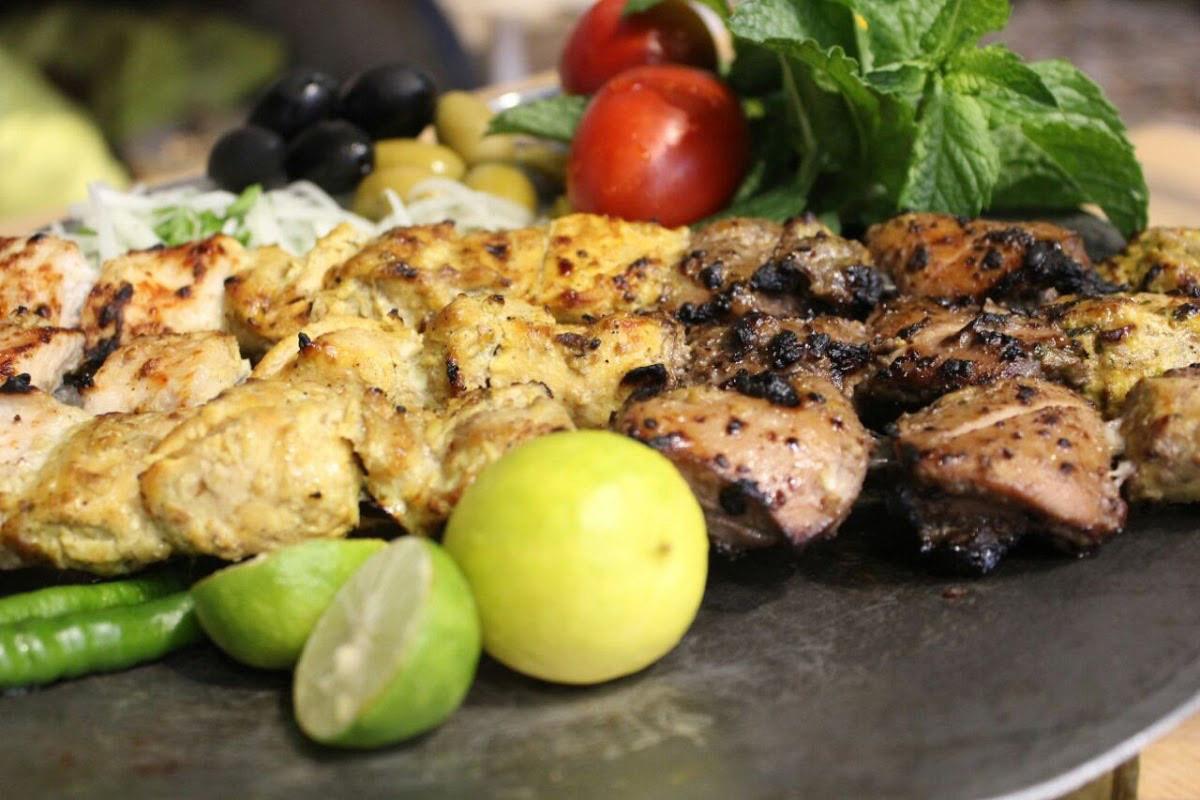 رستوران سنتی و باغ آنا